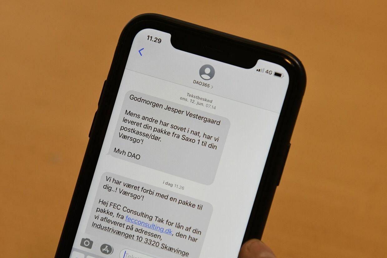 Den falske sms fra pakkefirmaet Dao lander i en tråd sammen med ægte sms'er fra Dao.