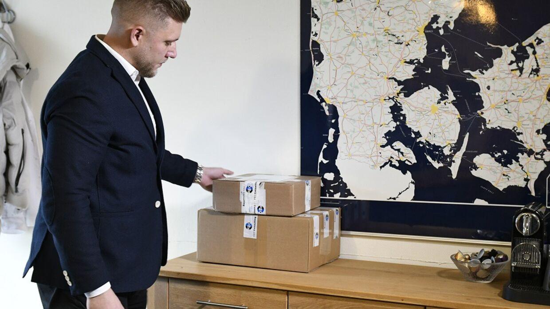 Erik Bjeld sender ofte pakker ud til sine kunder og sender ordrebekræftelser med sms. Derfor frustrerer det ham, at det er så let at misbruge systemet.