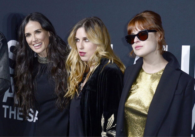 Demi Mooremed sine døtre Scout Willis (i midten) og Tallulah Willis (til højre).