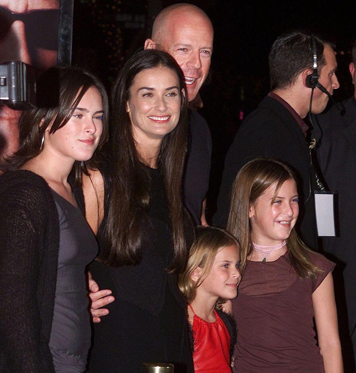 Bruce Willis sammen med Demi Moore og deres fælles døtre Rumer, Tallulah og Scout i 2001.