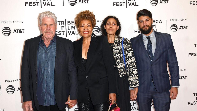 Ron Perlman med hans kommende ekskone Opal Stone Perlman og deres to børn i april 2018.