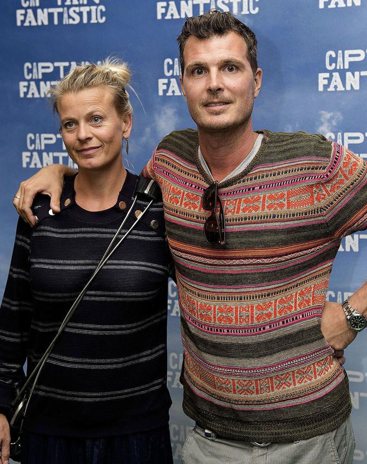 Pelle Hvenegaard med sin kone Caroline Gullacksen Hvenegaard.
