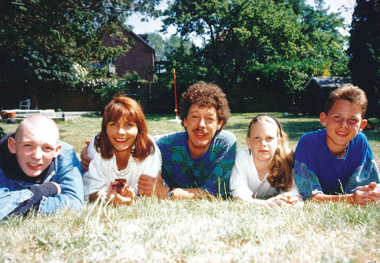 Familien Seebach samlet. Fodboldspilleren Rasmus Seebach yderst til højre.