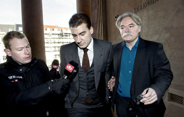 Nicklas Bendtner og Jesper Lynghus i forbindelse med retssagen efter fodboldspillerens spritkørsel ved Gammel Strand i 2013.
