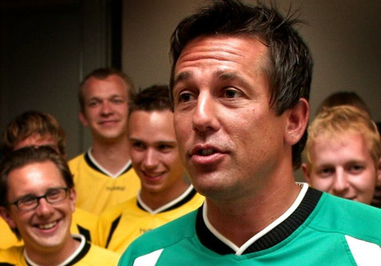 Mark Strudal i front for FC Zulu med Simon Emil Ammitzbøll i baggrunden (tv.)