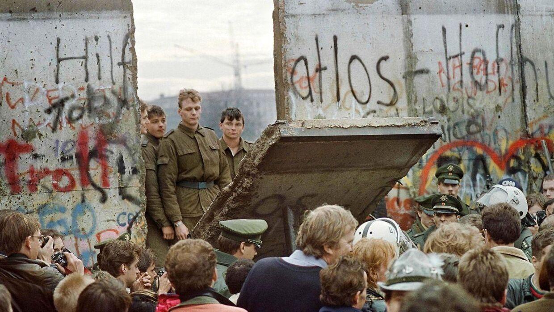 Sådan så det ud i 1989, da Berlinmuren, der delte Østyskland og Vesttyskland, faldt.