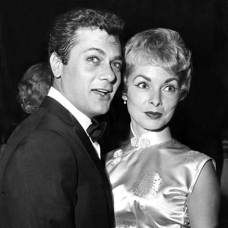 Her ses Tony Curtis i sine unge år med skuespillerinde Janet Leigh.