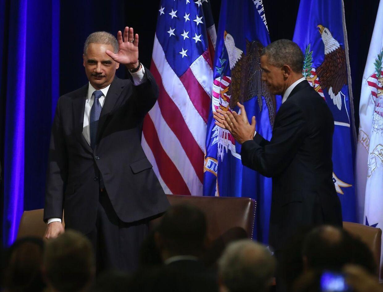 Eric Holder blev kendt som Barack Obamas justitsminister. Nu overvejer Holder at stille op til præsidentvalget næste år.