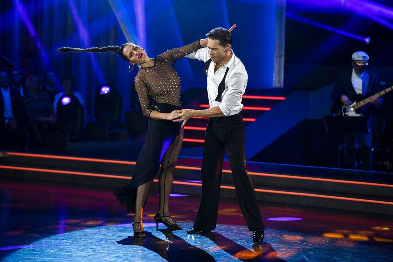 sendxnet sanger Coco O. og Morten Kjeldgaard. Vild med dans program 9, sæson 16 på TV2, fredag den 8. november 2019. (foto: Martin Sylvest/Ritzau Scanpix 2019)