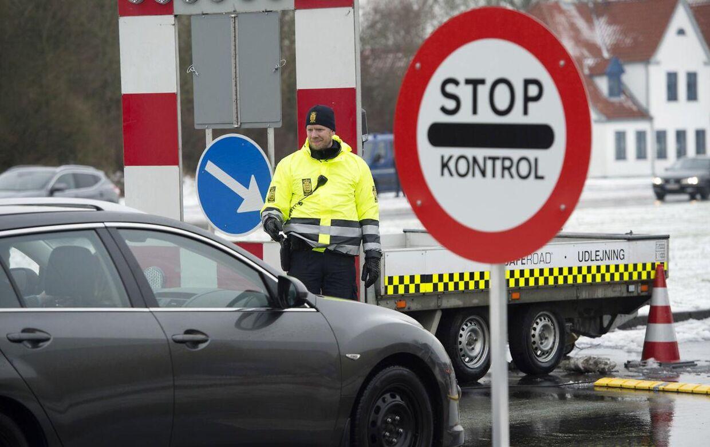 (ARKIV) Grænsekontrol i Kruså. Danmark indførte en midlertidig grænsekontrol 4. januar 2016. Den er blevet forlænget flere gange. Det skriver Ritzau, fredag den 12. april 2019.. (Foto: Claus Fisker/Ritzau Scanpix)