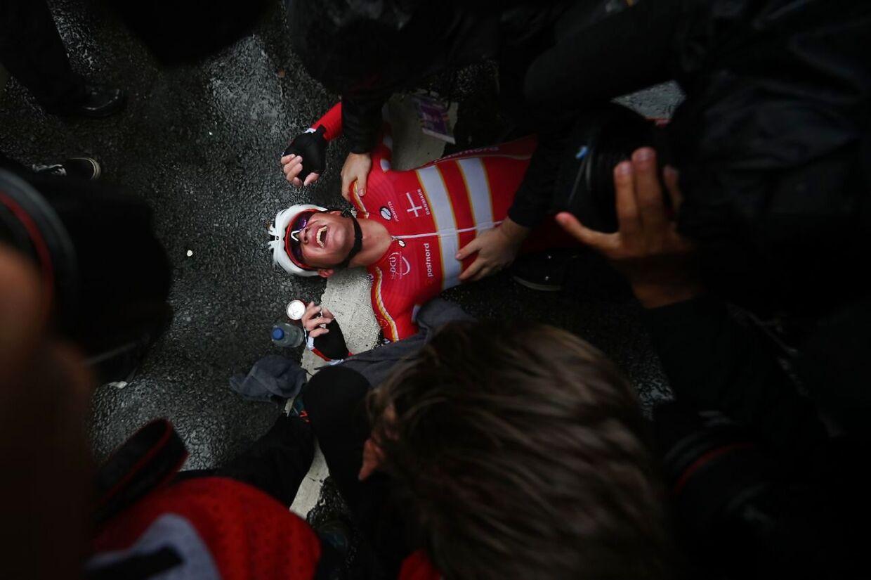 Opmærksomheden omkring Mads Pedersen tiltog nærmest i det øjeblik, han kørte over mållinjen i Harrogate, løftede armene i vejret og sank til jorden, kort efter han stod af cyklen. Han var ny verdensmester.