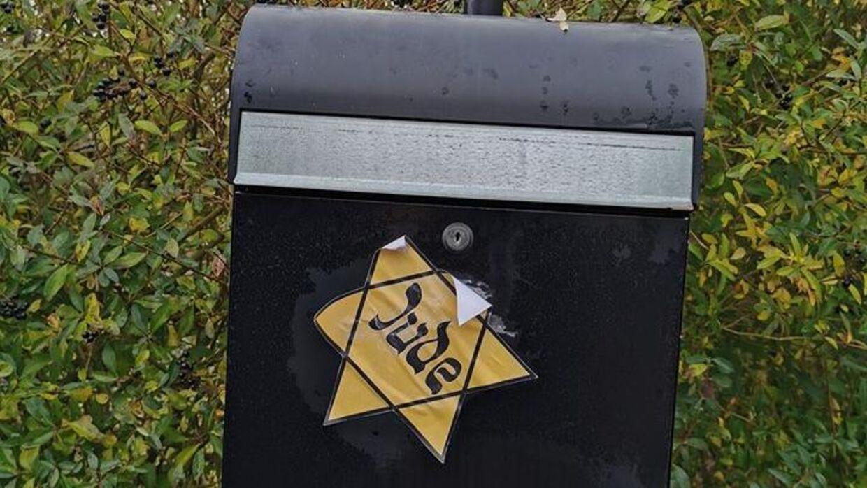 Postkassen med påklistret jødestjerne. Privatfoto