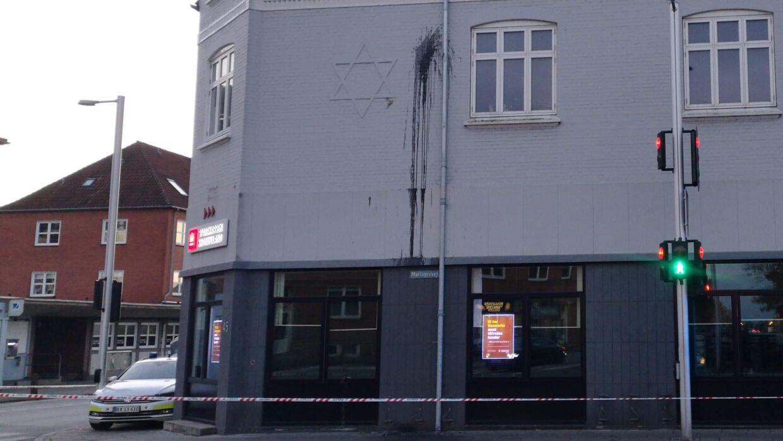 Bygningen på Mariagervej i Randers, hvor en davidsstjerne er blevet forsøgt overhældt med sort maling i weekenden.