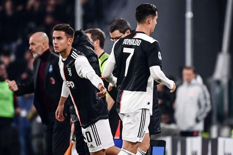 Cristiano Ronaldo (th.) blev erstattet af Paulo Dybala.