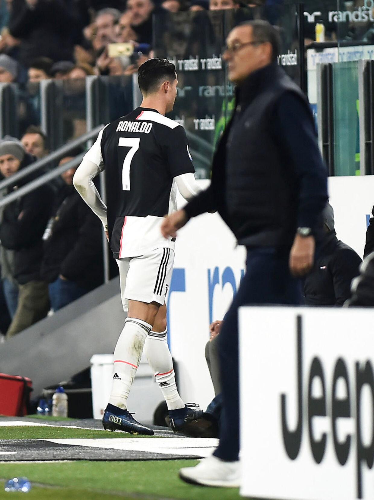 Cristiano Ronaldo gik direkte i omklædningsrummet efter udskiftningen.
