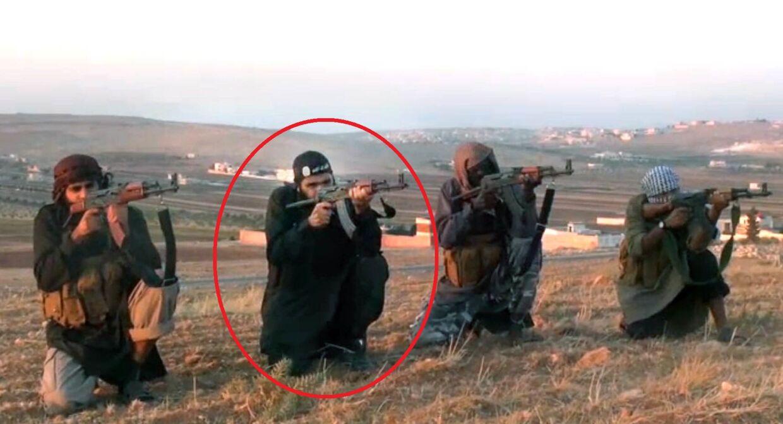 El-Haj skyder til måls efter fotos af danske politikere, bl.a. Anders Fogh Rasmussen og Naser Khader.