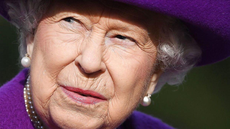 Den britiske dronning Elizabeth havde i årevis et tæt forhold til lord Porchester, som tog sig af hendes væddeløbsheste. Det forhold bliver belyst i den kommende sæson af Netflix-serie 'The Crown.'