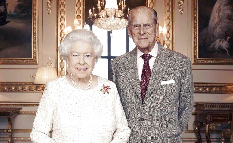 Dronning Elizabeth og prins Philip fotograferet i 2017 i forbindelse med deres 70 års bryllupsdag.