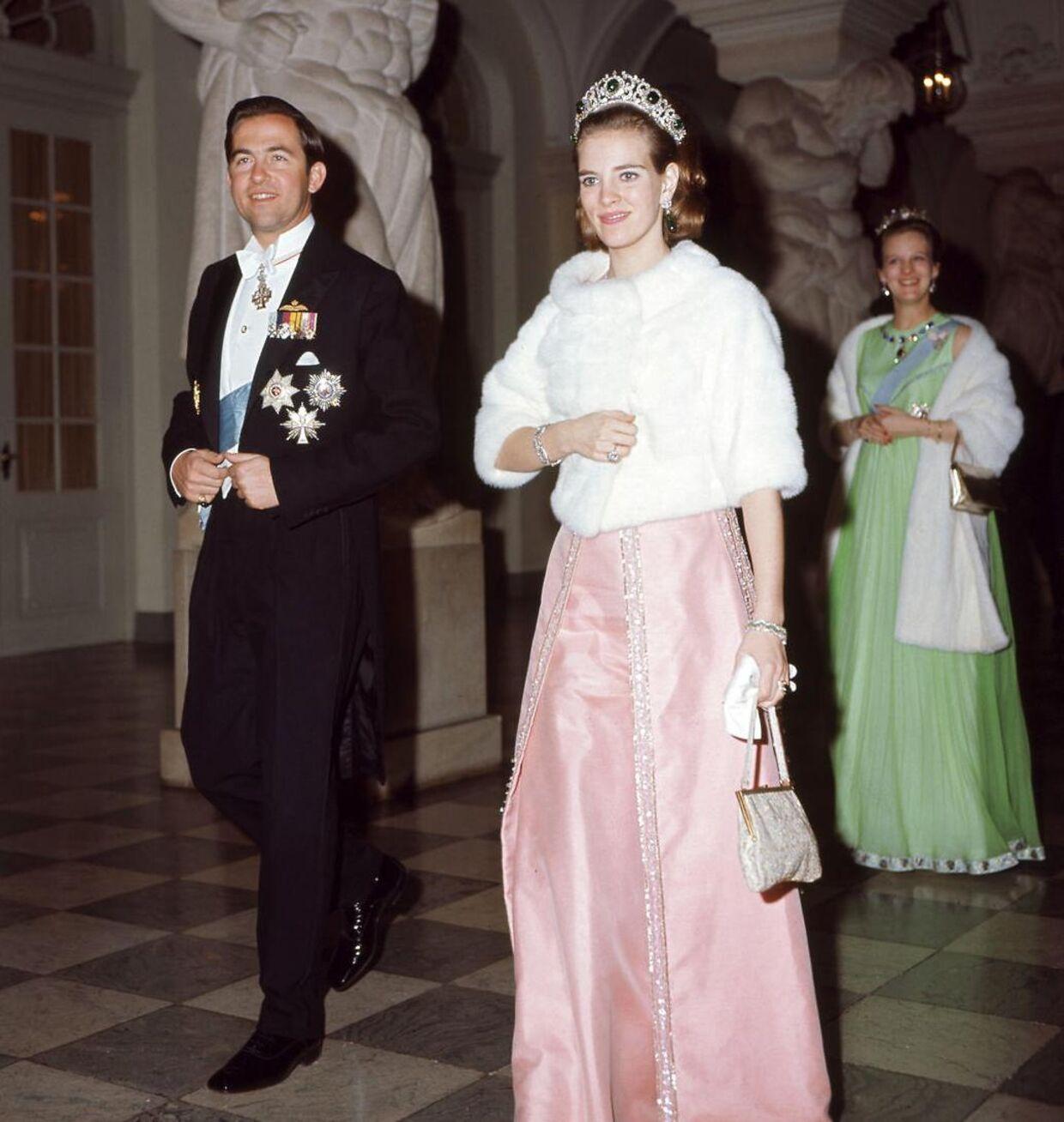 En ung kong Konstantin og dronning Anne-Marie til galla i anledning af kong Frederiks 70 års fødselsdag i 1969.