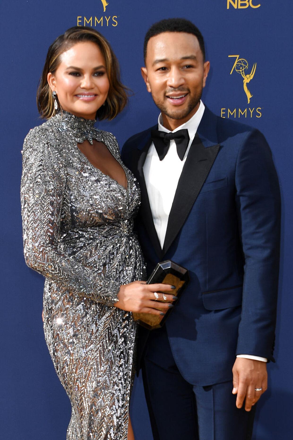 John Legend danner privat par med model og tv-vært Chrissy Teigen.