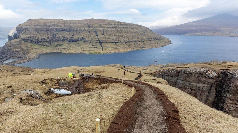 I april i år lukkede Færøerne som et pilotprojekt for turister en weekend for at vedligeholde naturen. Projektet videreføres i april 2020, oplyser Visit Faroe Islands på organisationens hjemmeside. (Arkivfoto) Handout/Ritzau Scanpix
