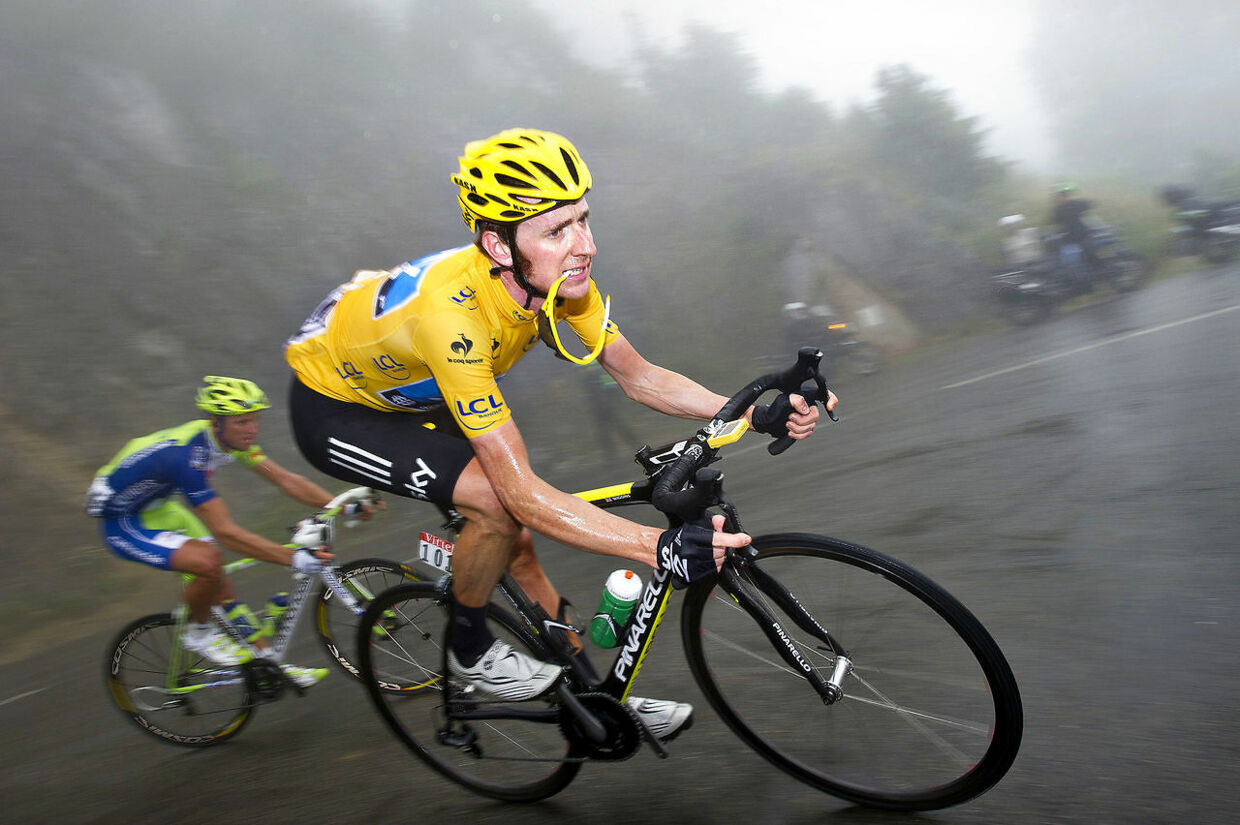 Bradley Wiggins i den gule førertrøje under Tour de France i 2012.