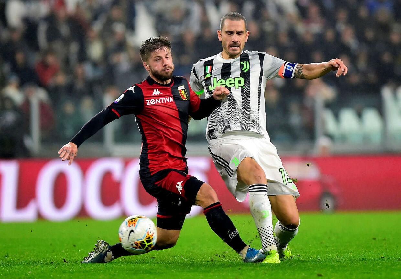 30. oktober var Lasse Schöne sammen med holdkammeraterne fra Genoa CFC i Torino for at møde Juventus på Allianz Stadium. Her ses den danske landsholdsspiller i duel med Leonardo Bonucci.
