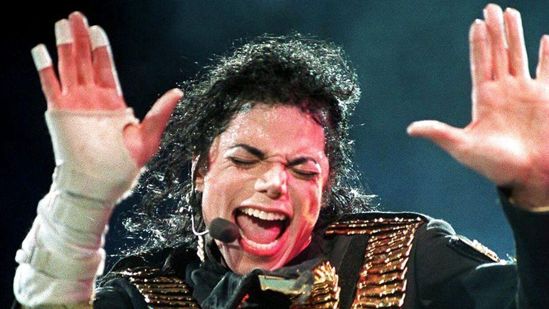 Michael Jackson lægger stemme til figuren Leon Kompowsky i afsnittet 'Stark Raving Dad', som er blevet udeladt fra den nye streamingtjeneste Disney+.