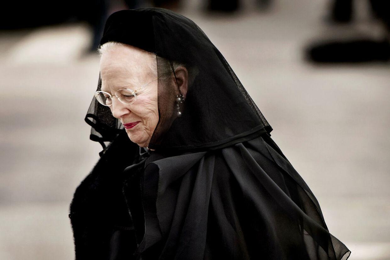 Dronningen ved prins Henriks bisættelse.