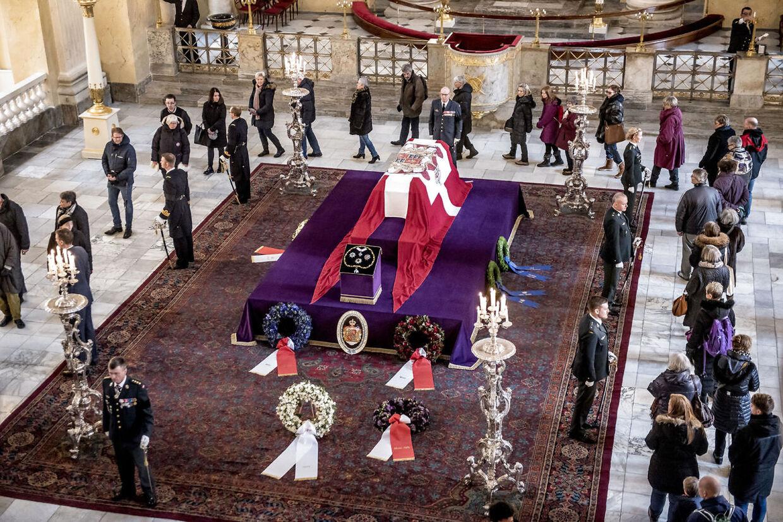 Danskerne tog en flot afsked med prins Henrik.