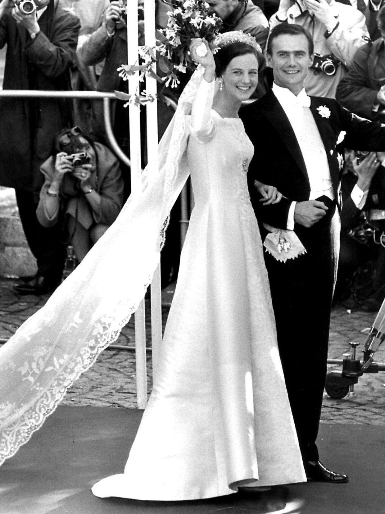 Se veía hermoso cuando el trono, la princesa Margrethe, consiguió su Henrik.