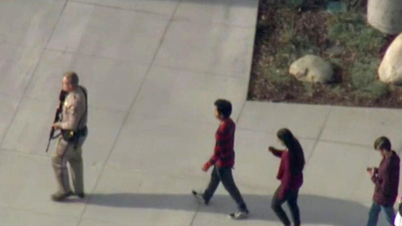 Skolens elever blev evakueret umiddelbart efter skyderiet.