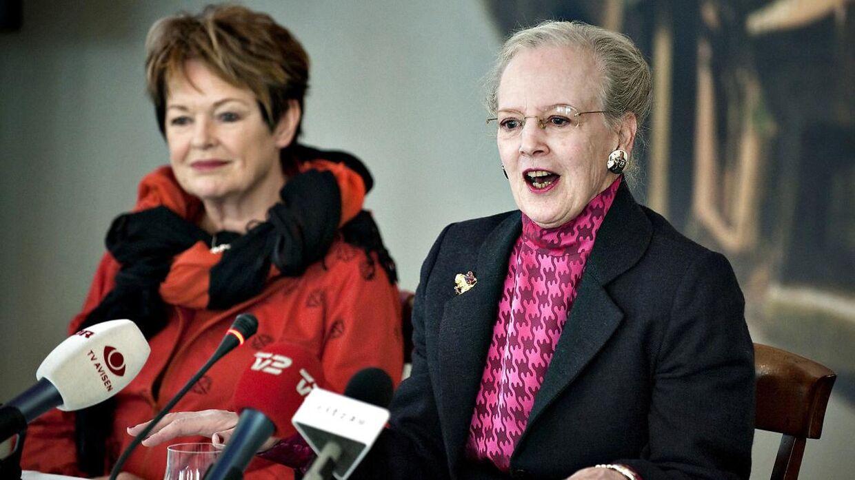 Dronning Margrethe og Ghita Nørby i 2009, da man filmatiserede H.C. Andersen eventyret 'De vilde svaner'.