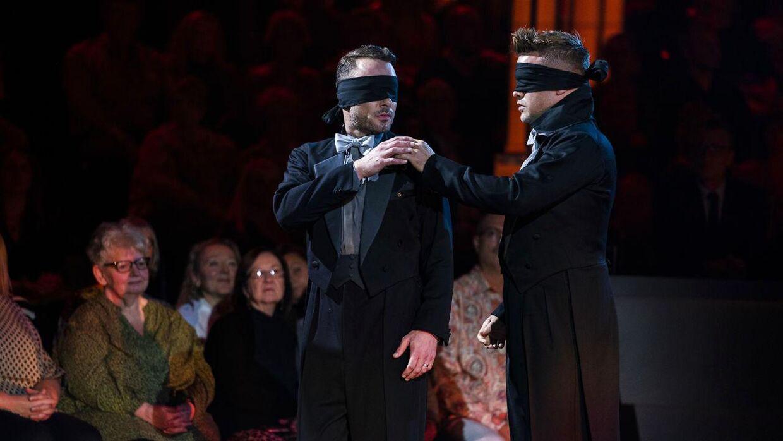 Jakob og Silas overraskede alle, da de dansede med bind for øjnene.