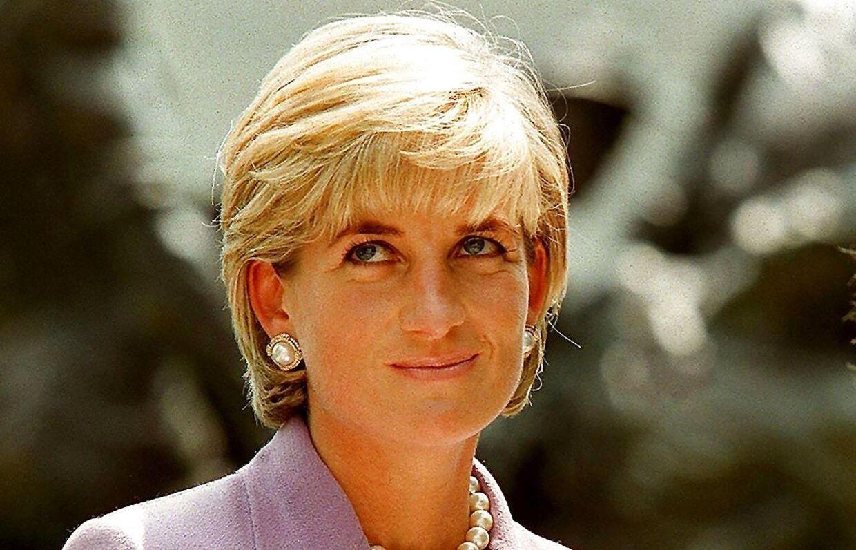 Prinsesse Diana til et velgørenhedsshow, blot to måneder før hun kørte galt i Paris i august 1997.