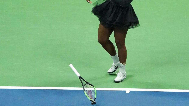 Det er denne ketcher, som Serena Williams gav til en bolddreng, som så solgte den videre for småpenge.