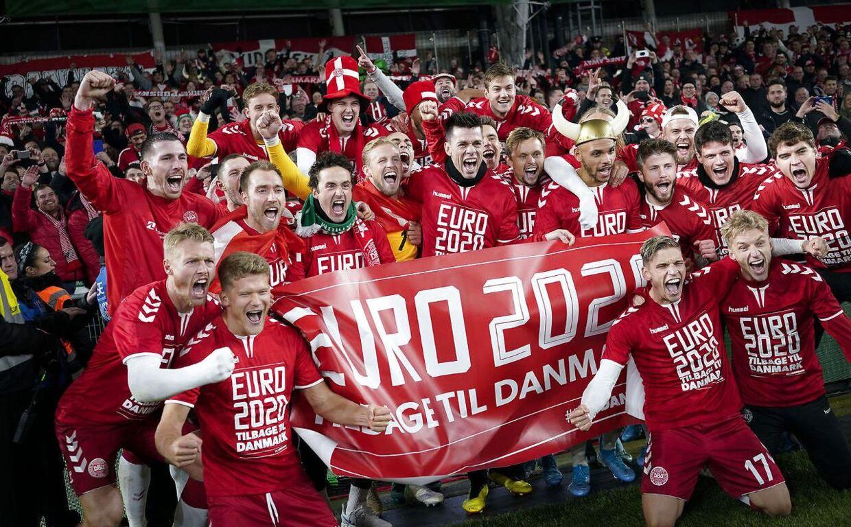 De danske spillere i Dublin efter 1-1 kampen, der sikrede EM-billetten.