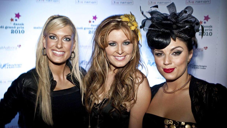 Kat Stephie Holst er nok mest kendt for sin deltagelse i gruppen 'Sukkerchok'. Her ses de ved det danske Melodi Grand Prix i 2010. Fra venstre: Malene Qvist, Kat Stephie Holst og Inez Gavilanes.