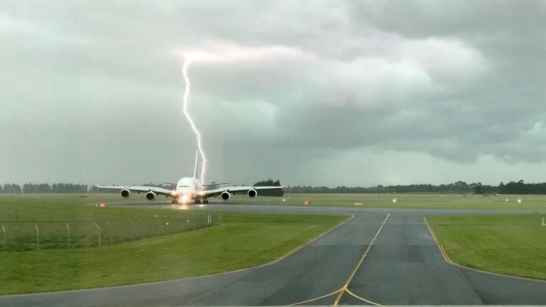 Lynet slog ned lige ved en Airbus A380.