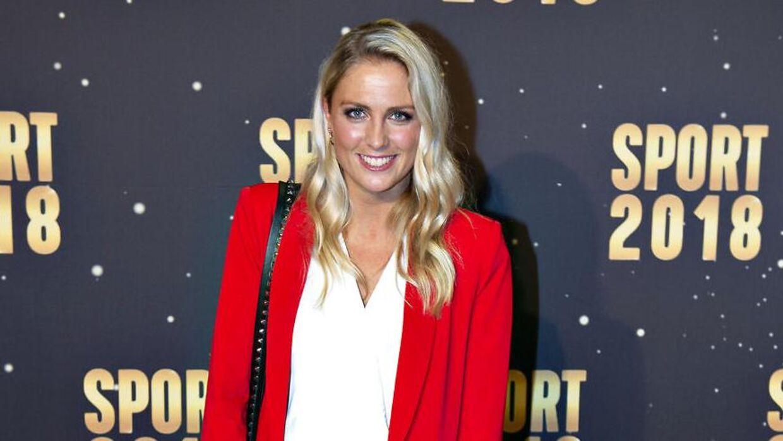 Josefine Høgh arbejder på DR Sporten, hvor hun er vært på programmet 'Fodboldmagasinet'.