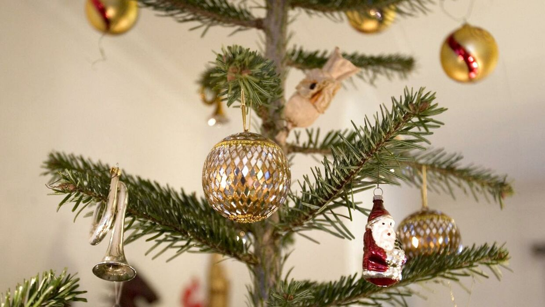 ARKIV: Juletræ med pynt i Aalborg.