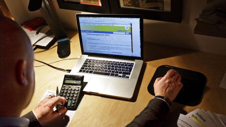 Det er vigtigt at sætte sig ved computeren og gennemgå sin forskudsopgørelse, hvis man ikke vil få et skattesmæk til foråret.