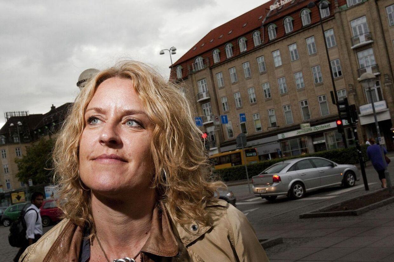 Charlotte Sachs Bostru instruerede Mira Wanting i de fire 'Anja og Viktor'-film, hvor Mira Wanting spillede rollen som Gitte - veninden til Anja.