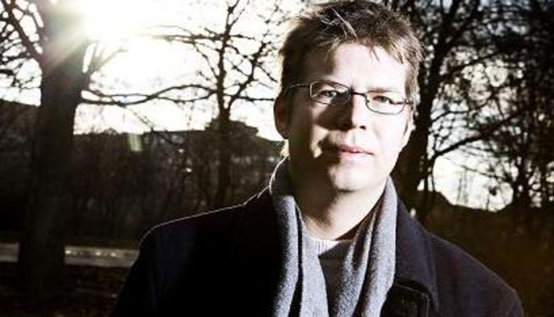 Jakob Nørhøj blev fundet død i sin seng i sin lejlighed af sin far, der var blevet tilkaldt af bekymrede venner. Jakob Nørhøj blev kun 33 år gammel.