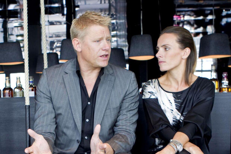 Peter Schmeichel fortsætter som vært på Champions League-sendingerne frem til finalen i maj. Her ses han med Camilla Ottoesen ved TV3´s 'Brystgalla'-show