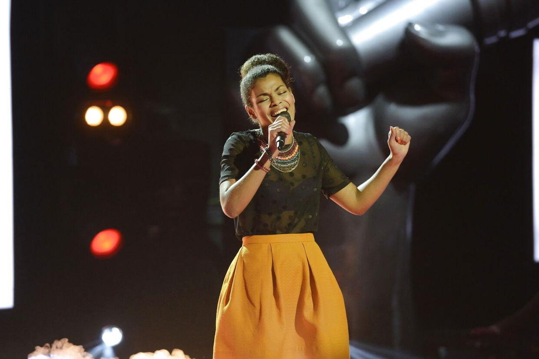 Dianna Lindharth har sunget i Voice for sidste gang. Hun røg ud som den første i finalen i Voice.