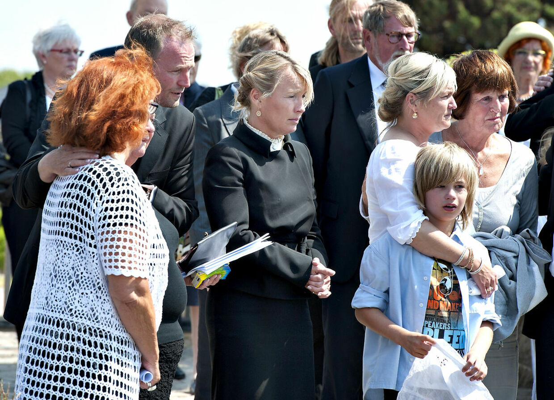 Lene Espersens far Ole Peter Espersen begraves fra Hirtshals Kirke