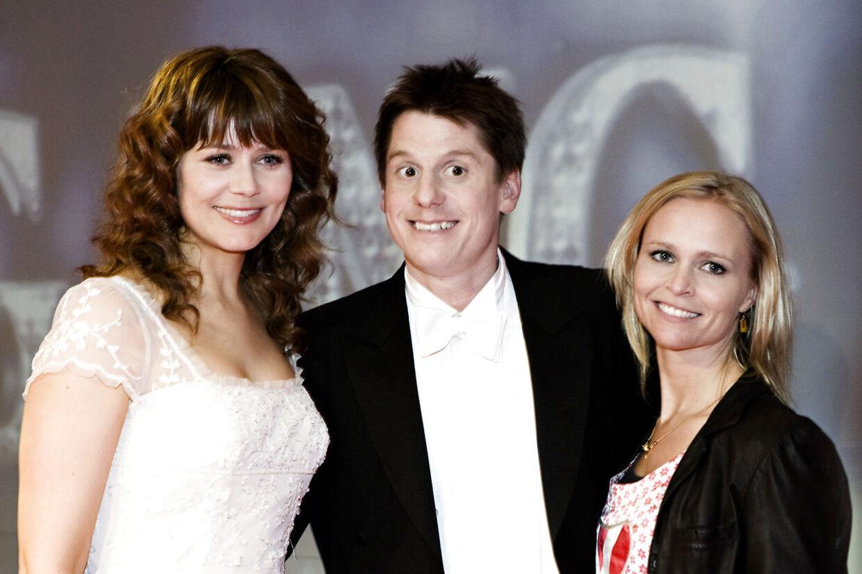 Veninder både på og udenfor lærredet.Sofie Lassen-Kahlke og afdøde Mira Wanting til pressemøde med Robert Hansen i 2008, i forbindelse med den sidste af de fem Anja og Victor-film, hvor de spillede veninder.
