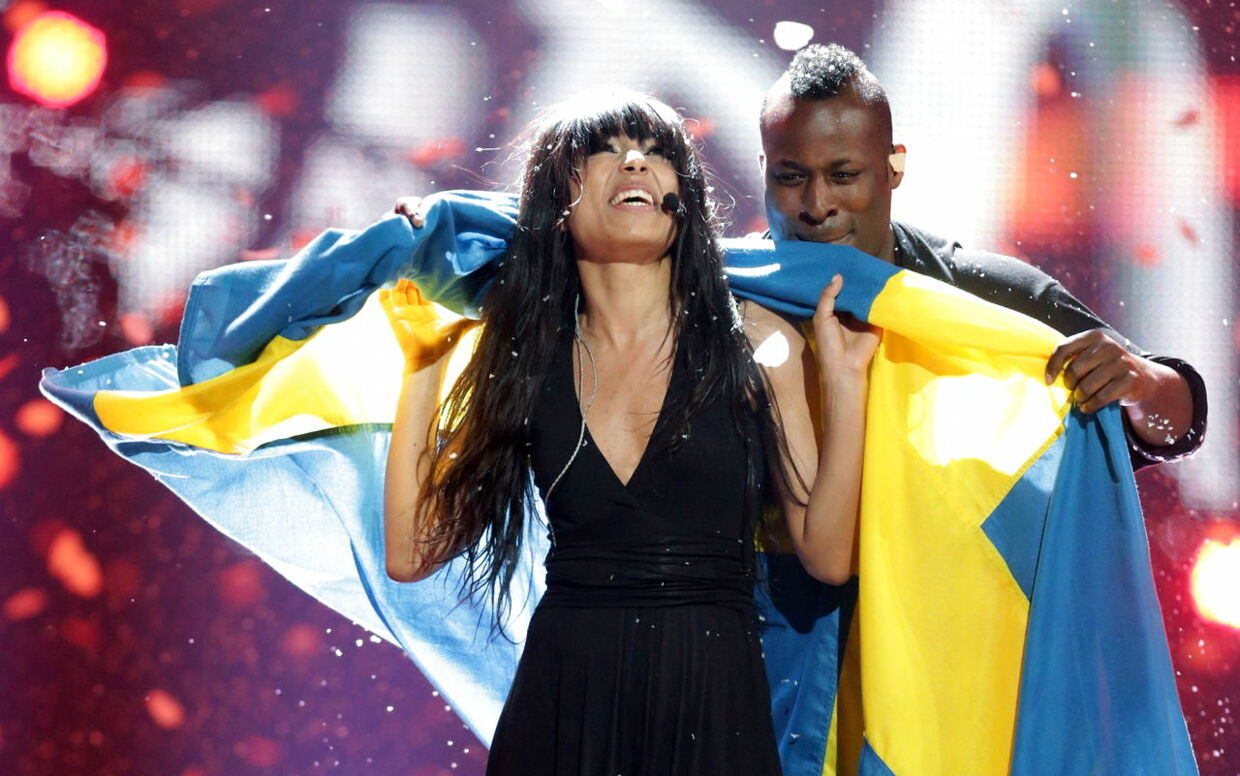 epa03237393 Loreen representing Sweden celebrates after winning the Grand Final of the Eurovision Song Contest 2012 in Baku, Azerbaijan, 26 May 2012. There are 26 finalists from as many countries competing in the the 57th Eurovision Song Contest. EPA/JOERG CARSTENSEN