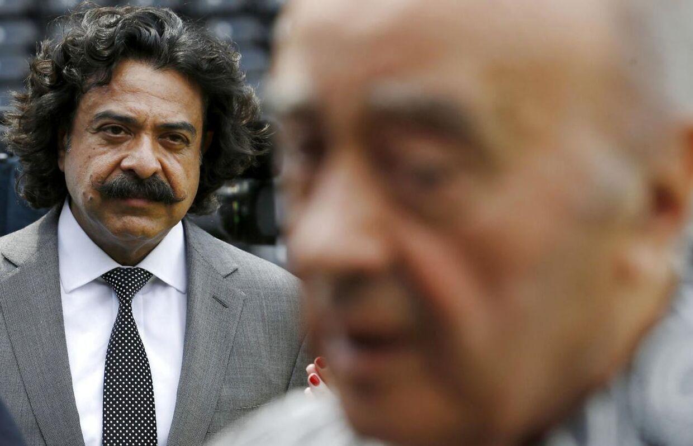 Fulhams forhenværende ejer Mohamed Al Fayed (forrest i billedet) giver interview i anledning af ejerskiftet i sommeren 2013, hvor Shahid Khan (tv) overtager William Kviste nuværende arbejdsplads.